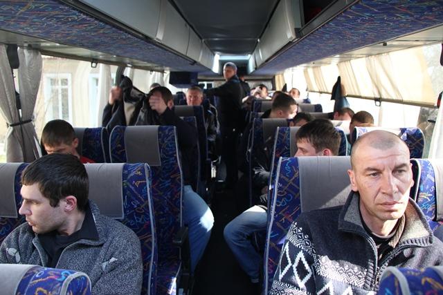 Херсонская самооборона поймала автобус с подозрительными молодыми людьми —  Мост - Новости